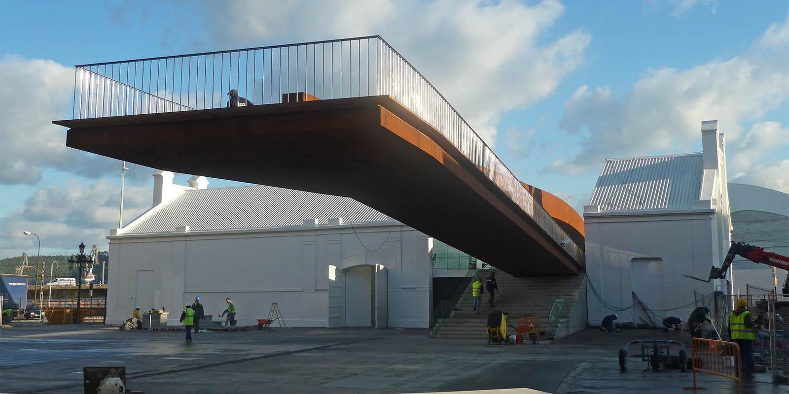 Pasarela de acceso al Centro Internacional de Arte Oscar Niemeyer